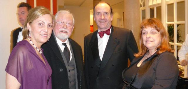 Anne-Marie Appelmans (à droite) avec l'abbé Jacques Van der Biest et le prince Amaury de Merode (au centre) en 2011.